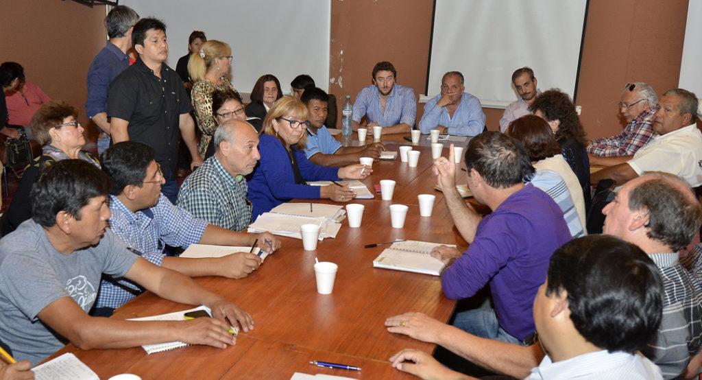 Gobierno y gremios estatales continúan el dialogo